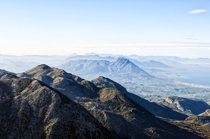 Hiking on the highest peak of the Madonie mountains park: Pizzo