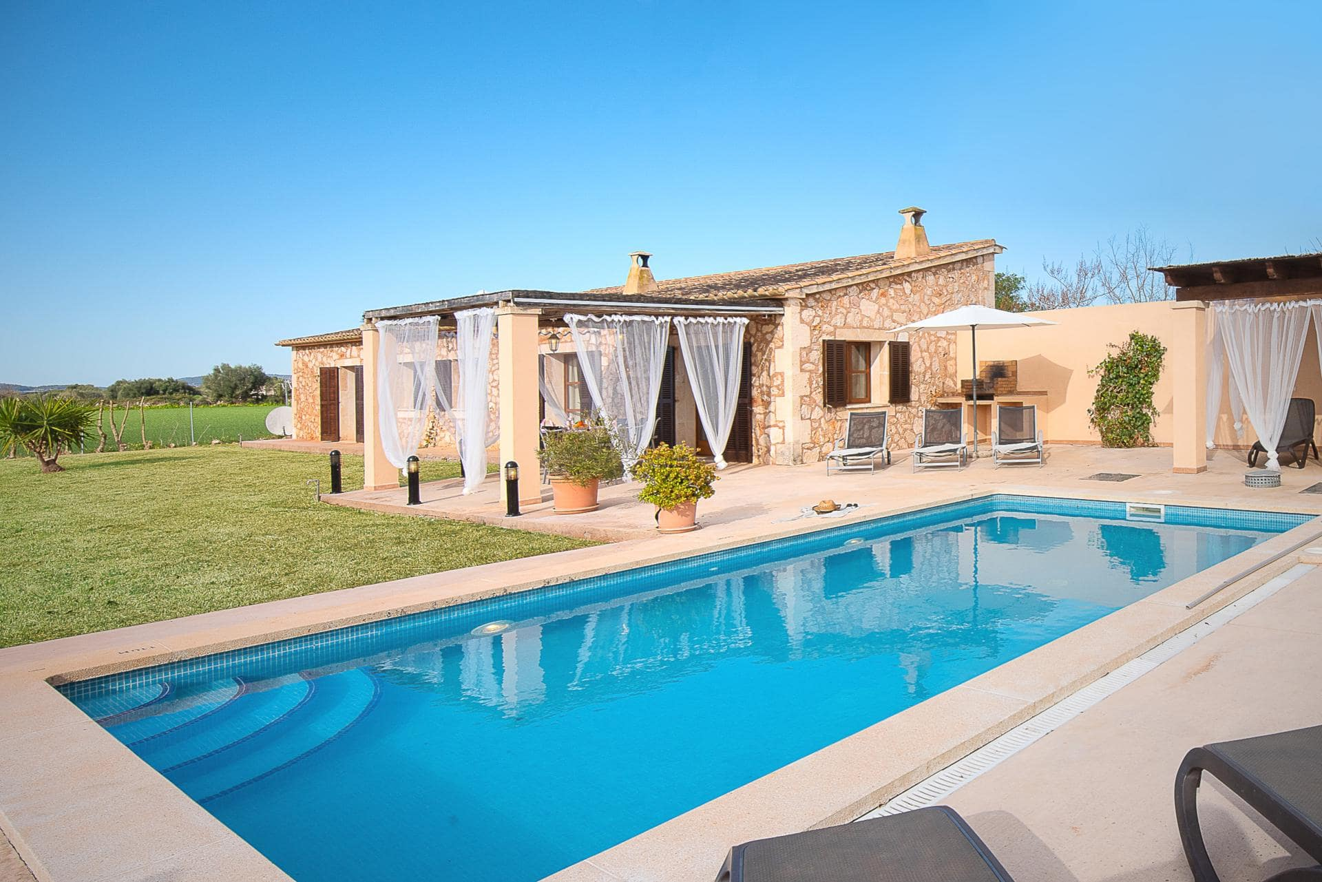 Stay at the beautiful Sa Figuera on Mallorca's south-eastern coast