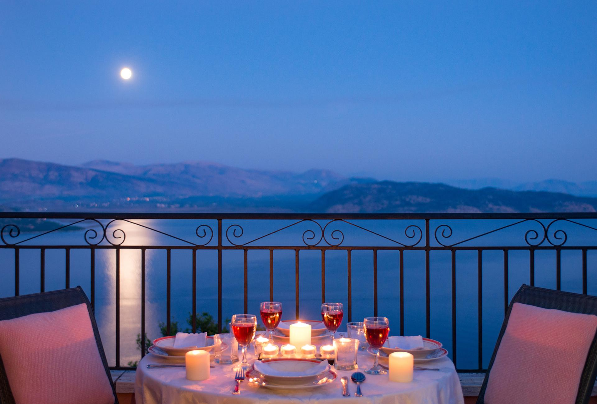 Romantic villas for two on Corfu